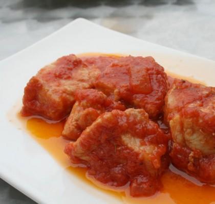 Magro de cerdo con tomate