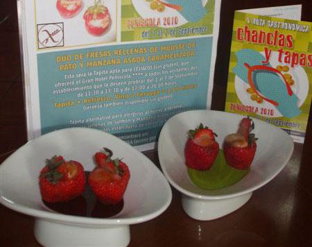 Dúo de fresas rellenas de Mousse de Pato y Manzana Asada Caramelizada (sin glúten)