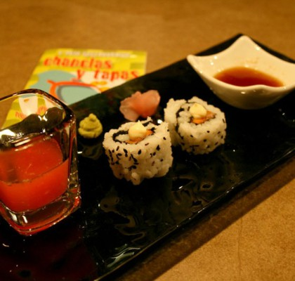 Sake Papaya Maki con shoot de frutas