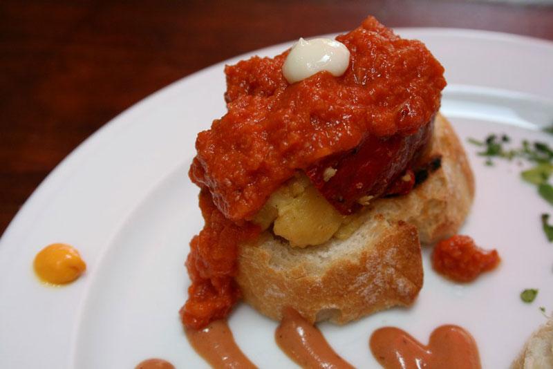 Pimiento del piquillo relleno de tortilla española