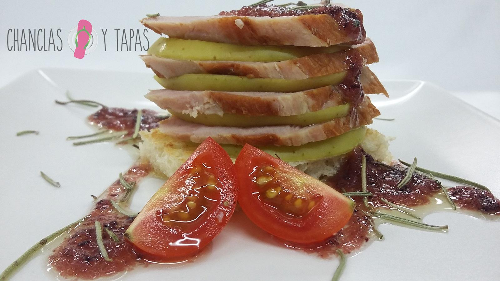 GHP---Montadito-de-Ibérico-con-manzana-sobre-coulis-de-higos-(pan-sin-gluten)